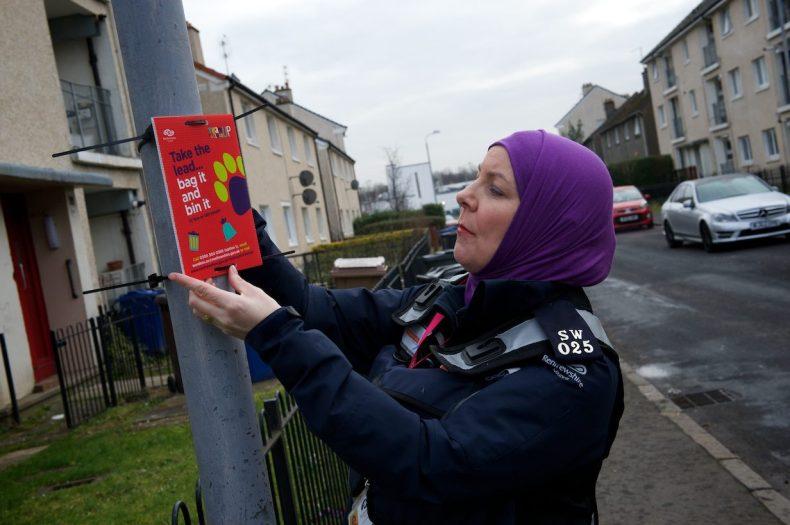 Ard Road Renfrew 21.2.18. Cllr Mc Ewan helps with Anti Dog fouling signage.