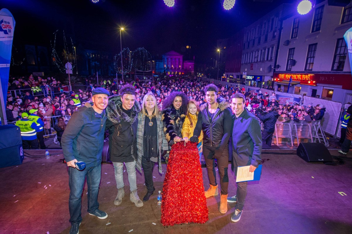 Thousands turn out for Paisley Christmas Lights Switch-On