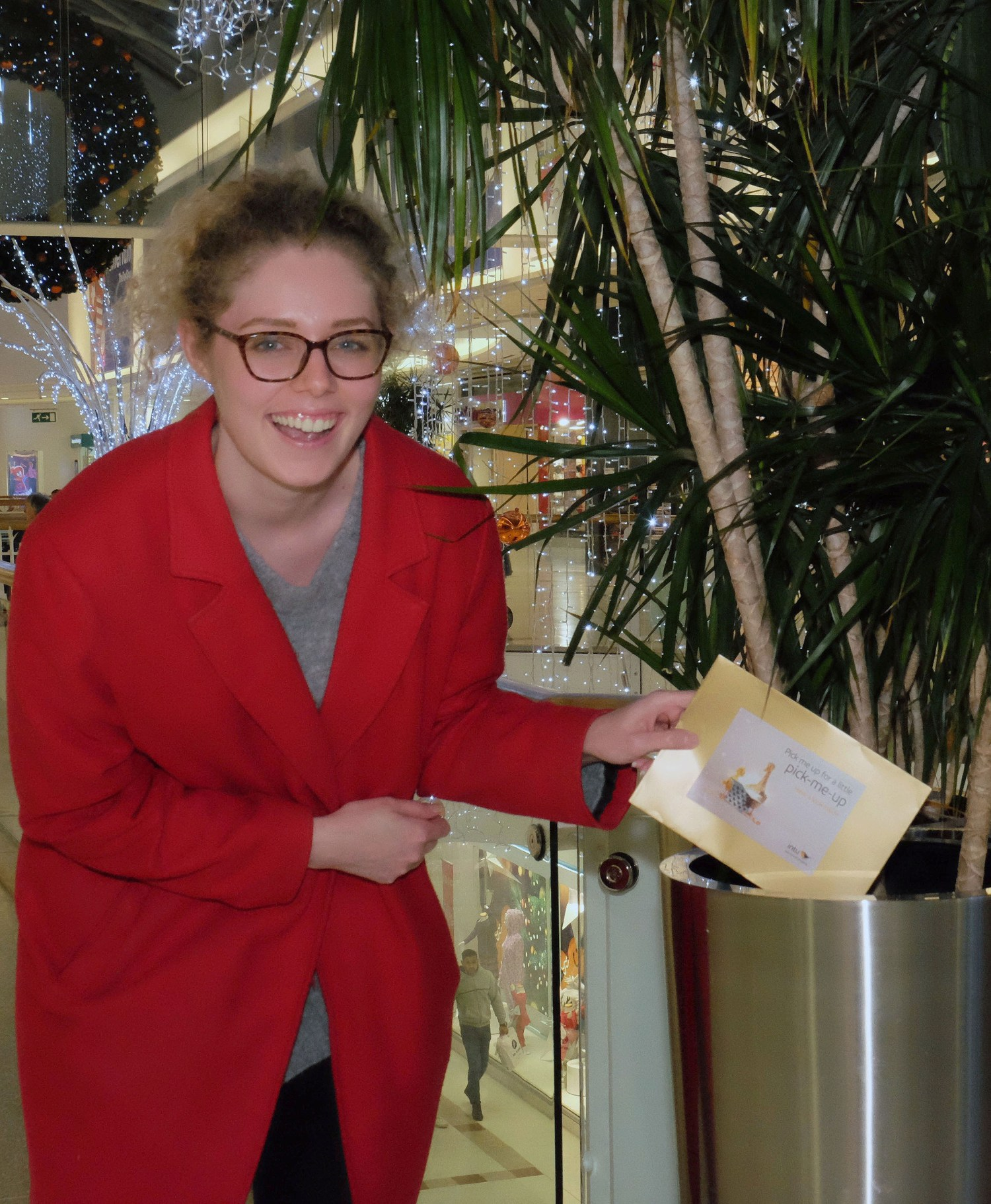 Shoppers get an early Christmas present from intu Braehead - Paisley ...