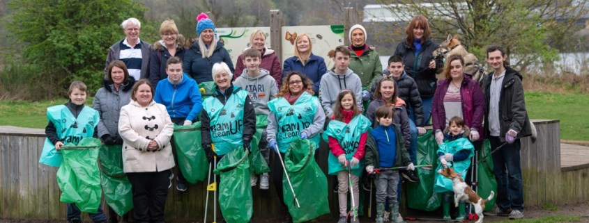 Erskine Beach Litter pick volunteers