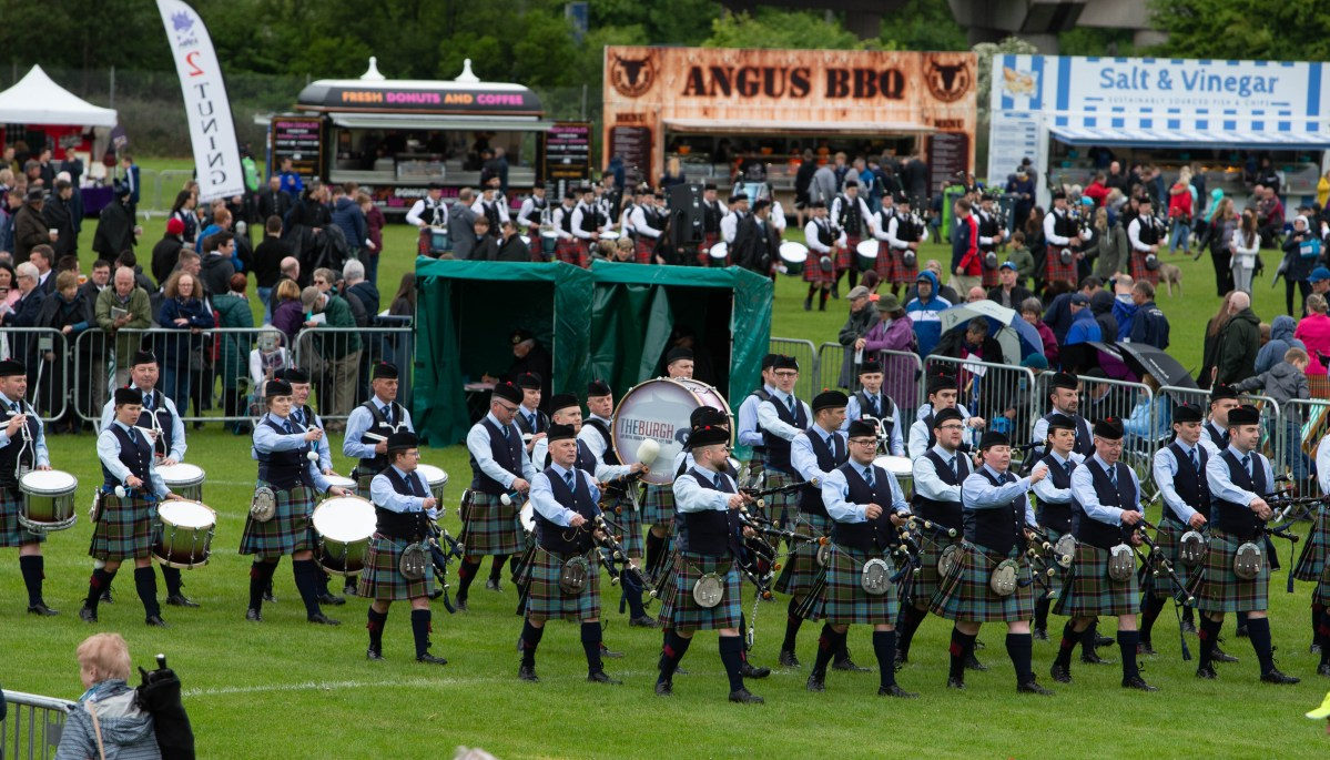 Thousands of pipers descend on Paisley for one of world's biggest events
