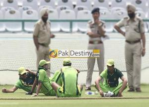 pakistan cricket team practicing in india