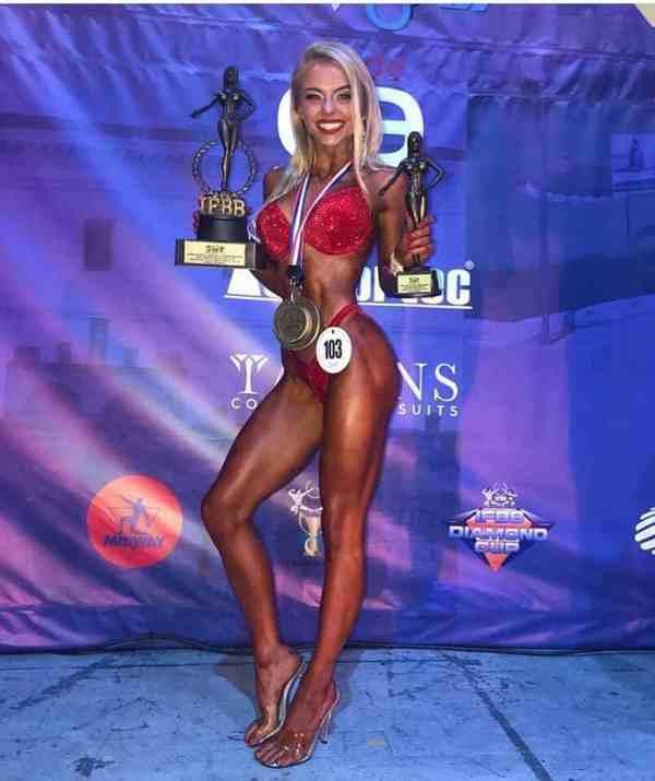 Natalia Czajkowska fitness bikini złoto