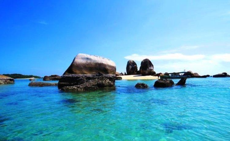 pulau batu berlayar bagian dari tanjung kelayang