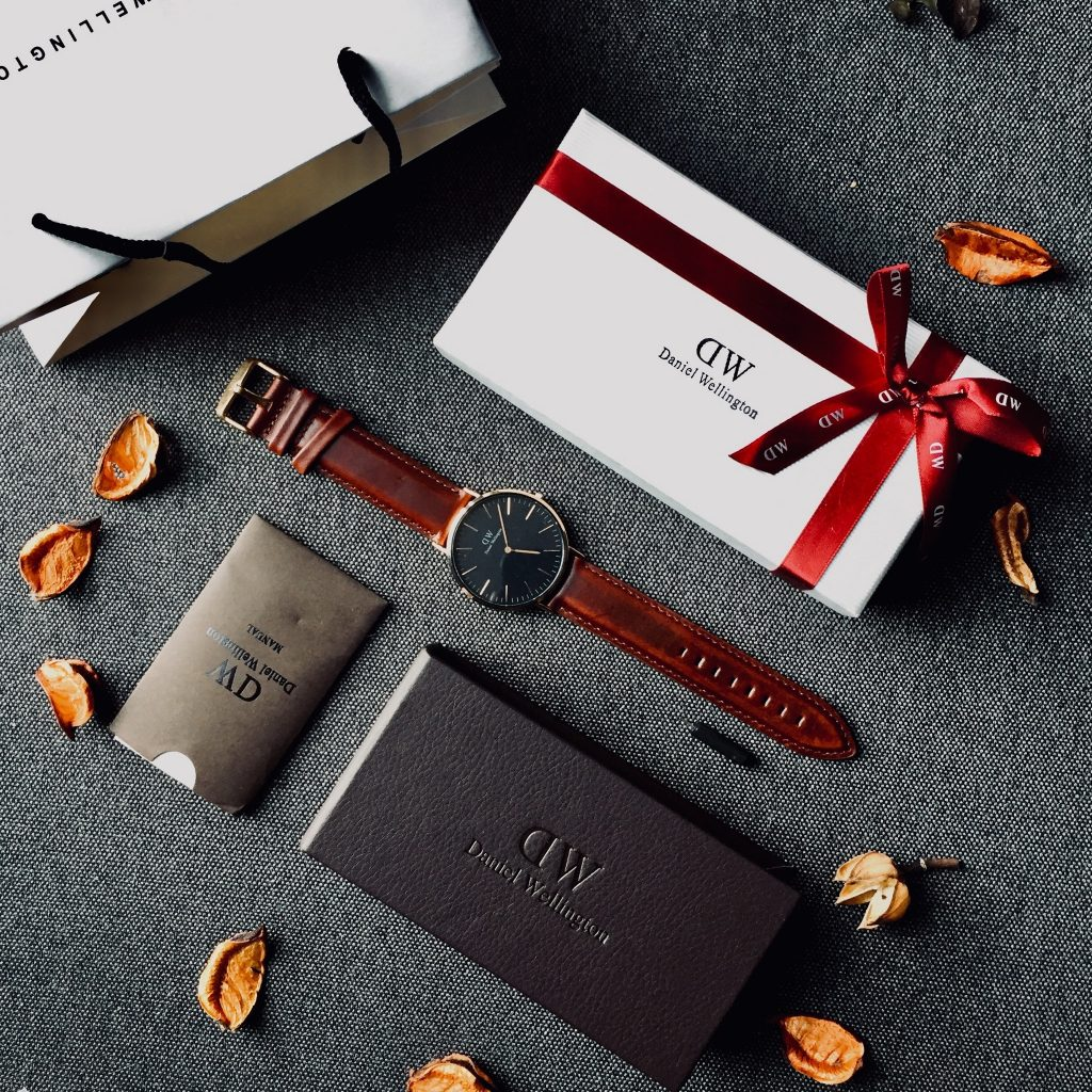 Custom gift box for watches made by Daniel Wellington.