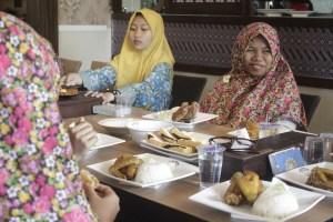 Makan Bersama anak Yatim