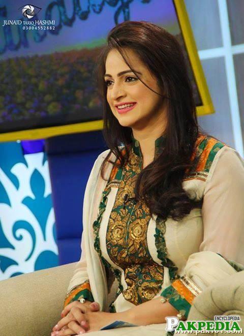 اداکارہ نور بخاری نے سابق شوہر عون چوہدری کو اپنا ہیرو قرار دے دیا