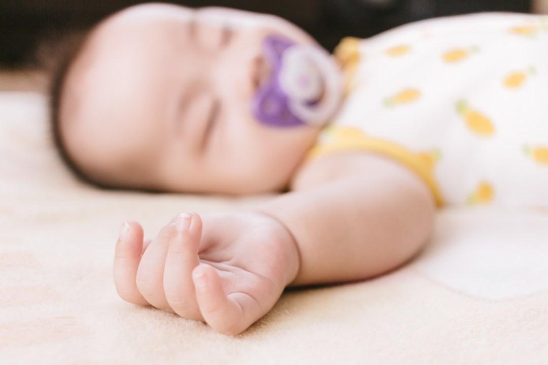 「赤ちゃんのむっちりな手赤ちゃんのむっちりな手」のフリー写真素材を拡大