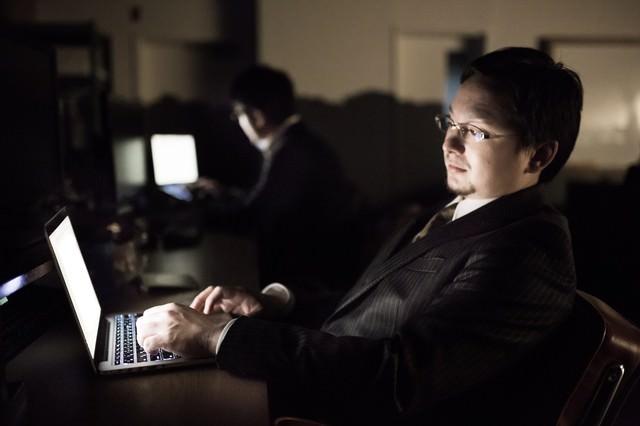 オフィスが手狭過ぎて電源が足りなく、頻繁にブレーカーが落ちる
