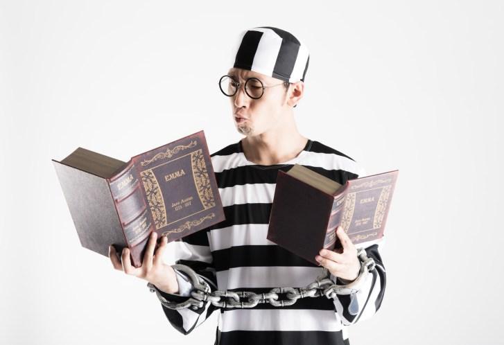 「刑務所の中で資格を取得する模範囚」