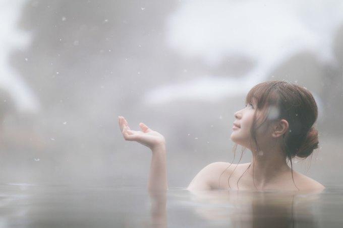 「雪と温泉と美女雪と温泉と美女」[モデル:茜さや]のフリー写真素材を拡大