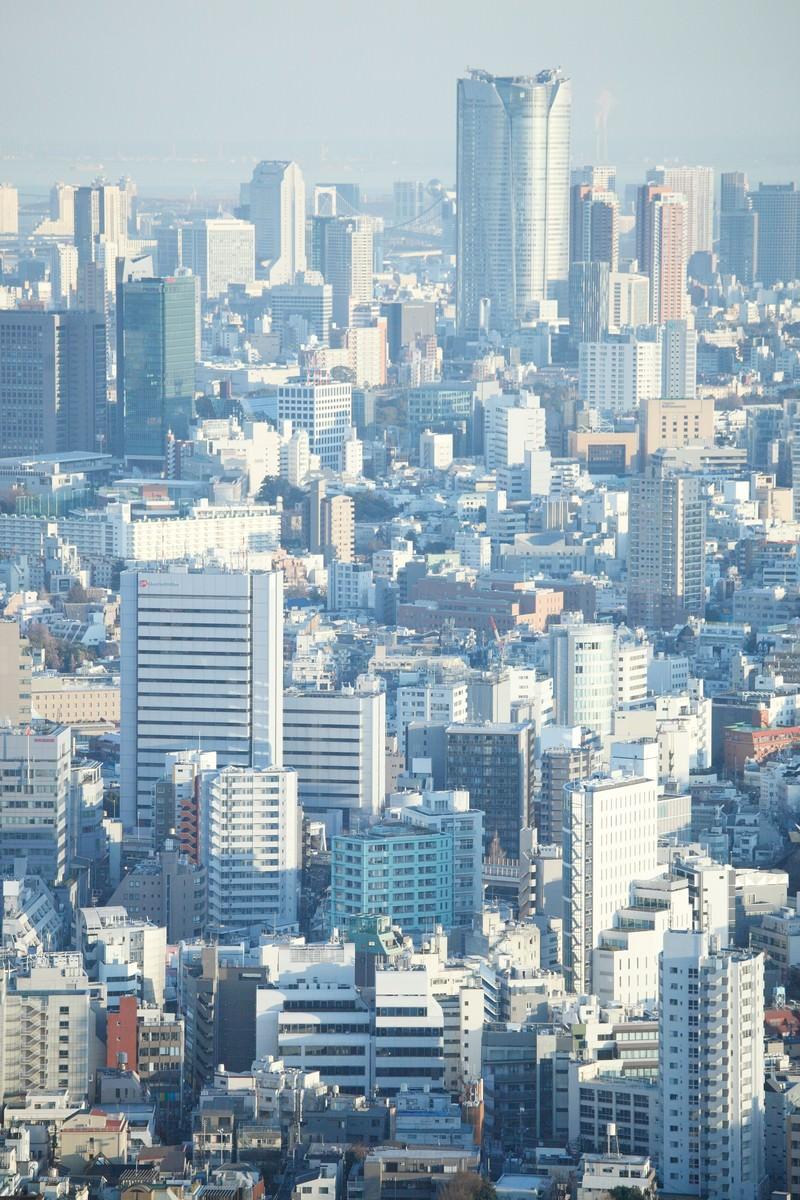 「競争社会しのぎを削る東京のビル群六本木方面」