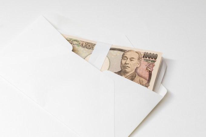 「封筒に入った紙幣封筒に入った紙幣」のフリー写真素材を拡大