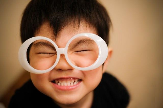 「ハッピー!笑顔が最高の子供ハッピー!笑顔が最高の子供」のフリー写真素材を拡大