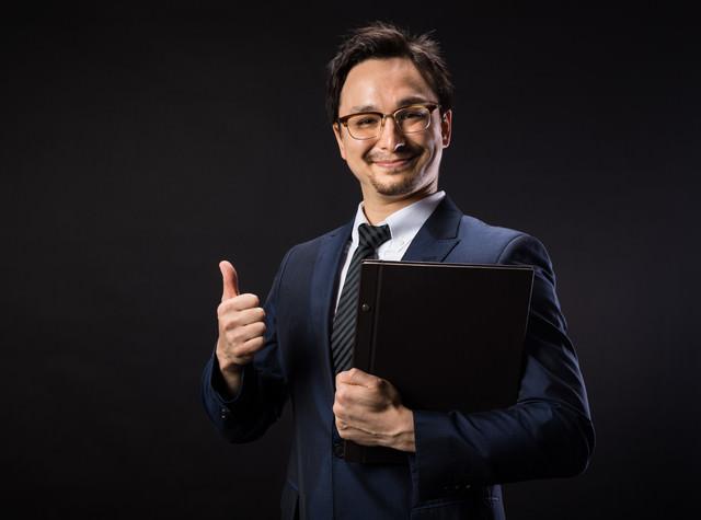弊社はGDPR対応済みですと笑顔で応えるリーガルアドバイザー
