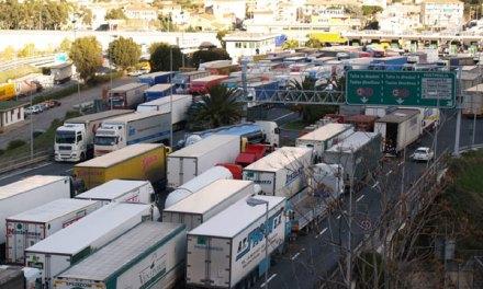 Sciopero autotrasportatori, disagi a Taranto: occupate strade statali e caselli autostradali