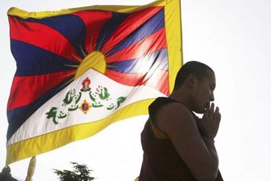 Da ieri anche dal Comune di Palagiano sventola la bandiera del Tibet.