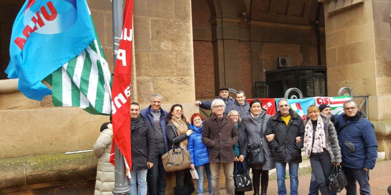 Protesta dei dipendenti civili del carcere di Taranto