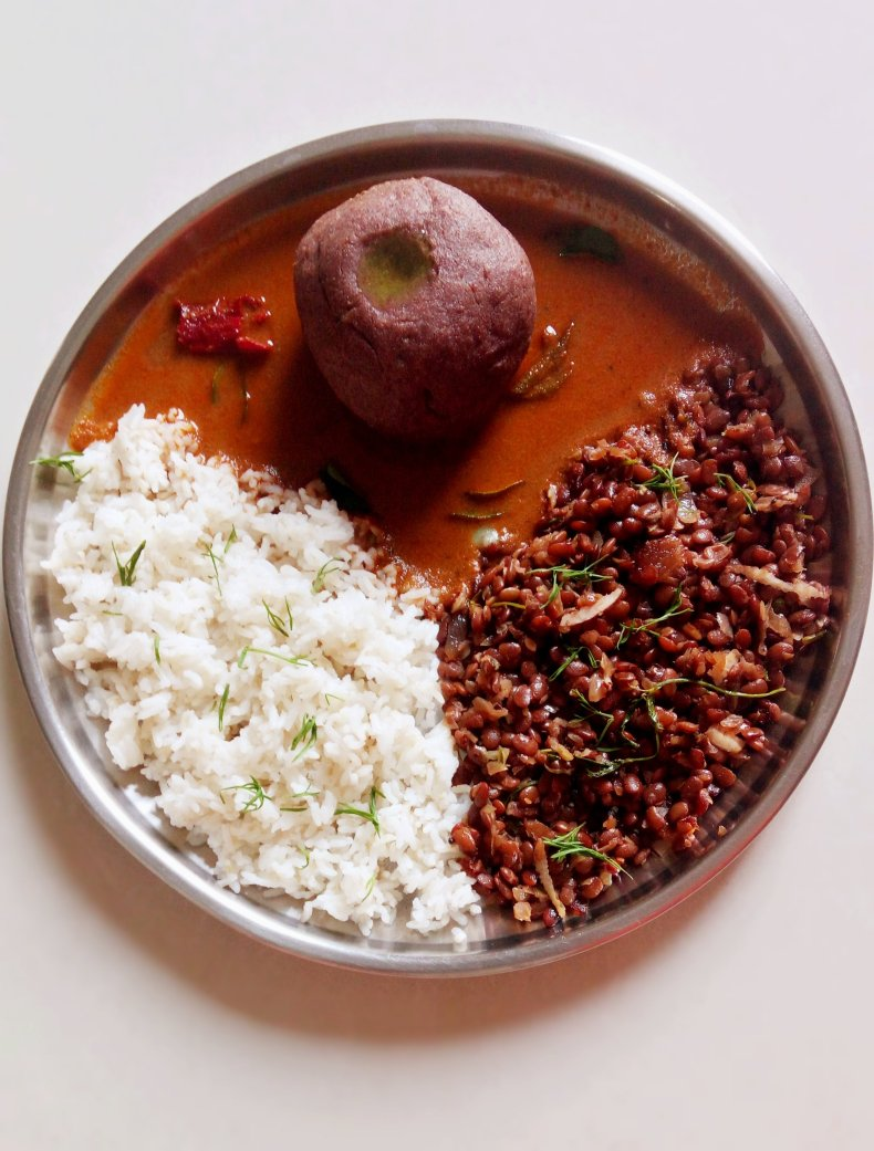 Huruli Bas Saaru Palya |  Stewed HorseGram Curry