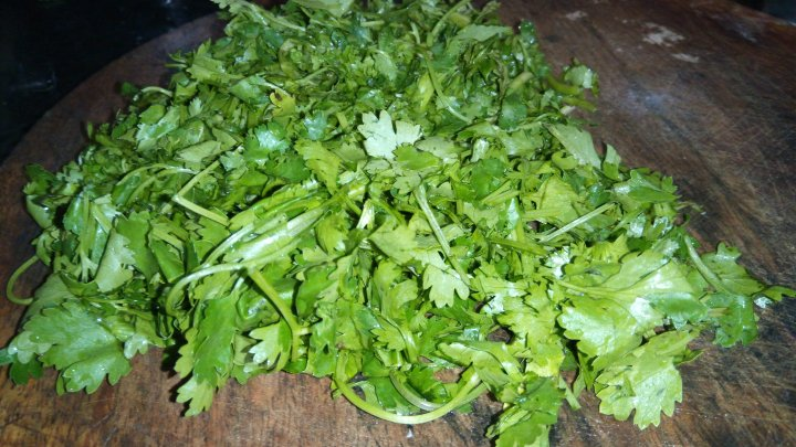 Coriander Leaves and Amla Detox