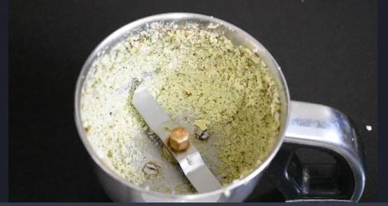 Alu Vadi Recipe