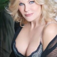 Patrizia Pellegrino, da showgirl ad attrice teatrale