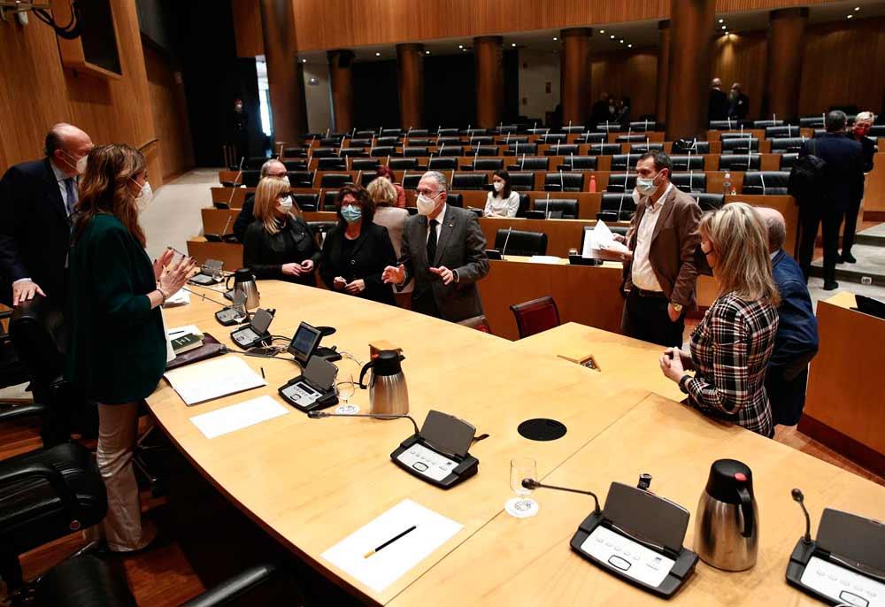 Miembros de la Comisión de Sanidad durante una Comisión de Sanidad y Consumo celebrada en la Sala Ernest Lluch del Congreso de los Diputados, en Madrid