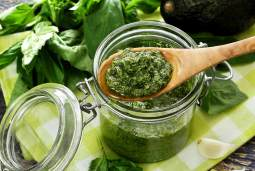 Easy paleo recipe for pesto sauce