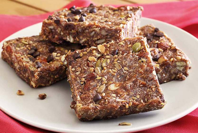 easy paleo recipe for apricot and dark chocolate chip energy bars