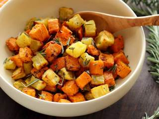 Paleo Roasted Rosemary Sweet Potatoes