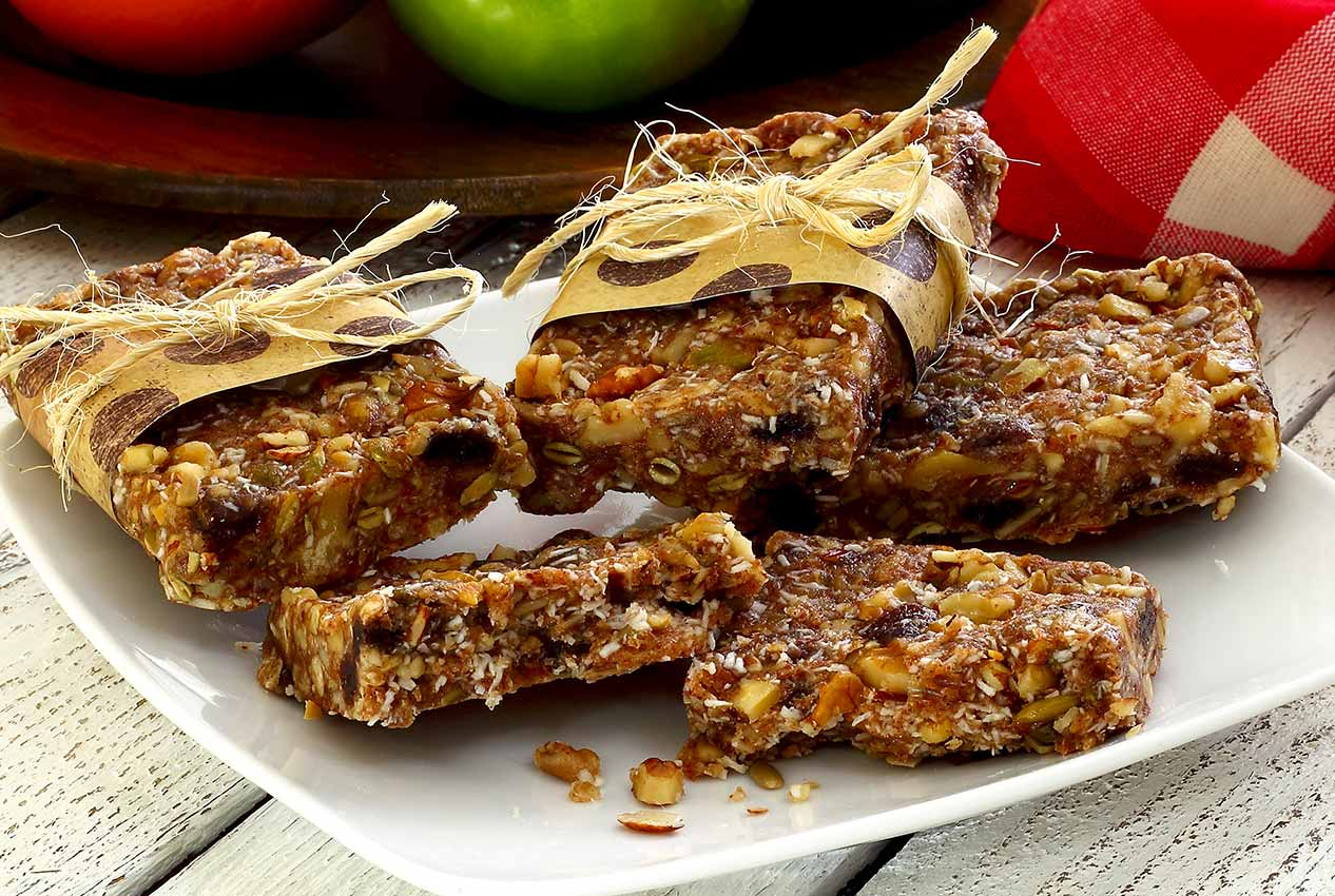 easy paleo recipe for cinnamon-raisin energy bars