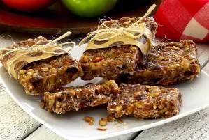 easy paleo recipe for cinnamon-raisin energy bars