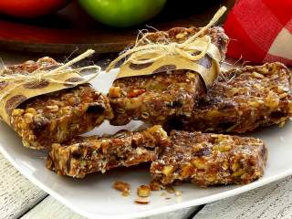 Paleo Cinnamon-Raisin Energy Bars