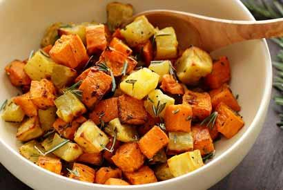 easy paleo recipe for rosemary roasted sweet potatoes