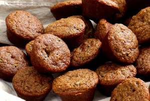 easy paleo recipe for zucchini muffins with dark chocolate chips