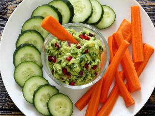 Paleo Winter Jewel Guacamole