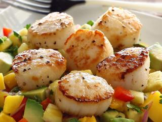 Paleo Seared Scallops with Mango-Pineapple Salsa