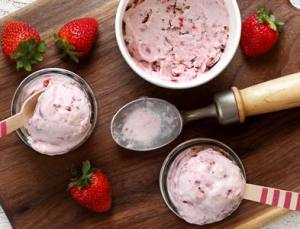 easy paleo recipe for strawberry-banana non-dairy ice cream