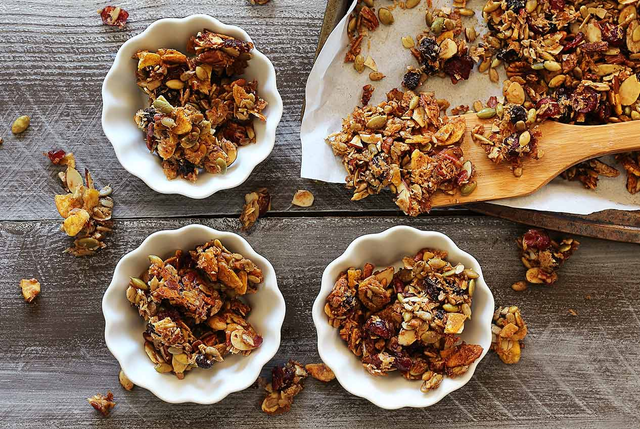 easy paleo recipe for pumpkin-spiced gluten-free granola