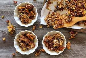 easy paleo recipe for pumpkin-spiced gluten-free granola