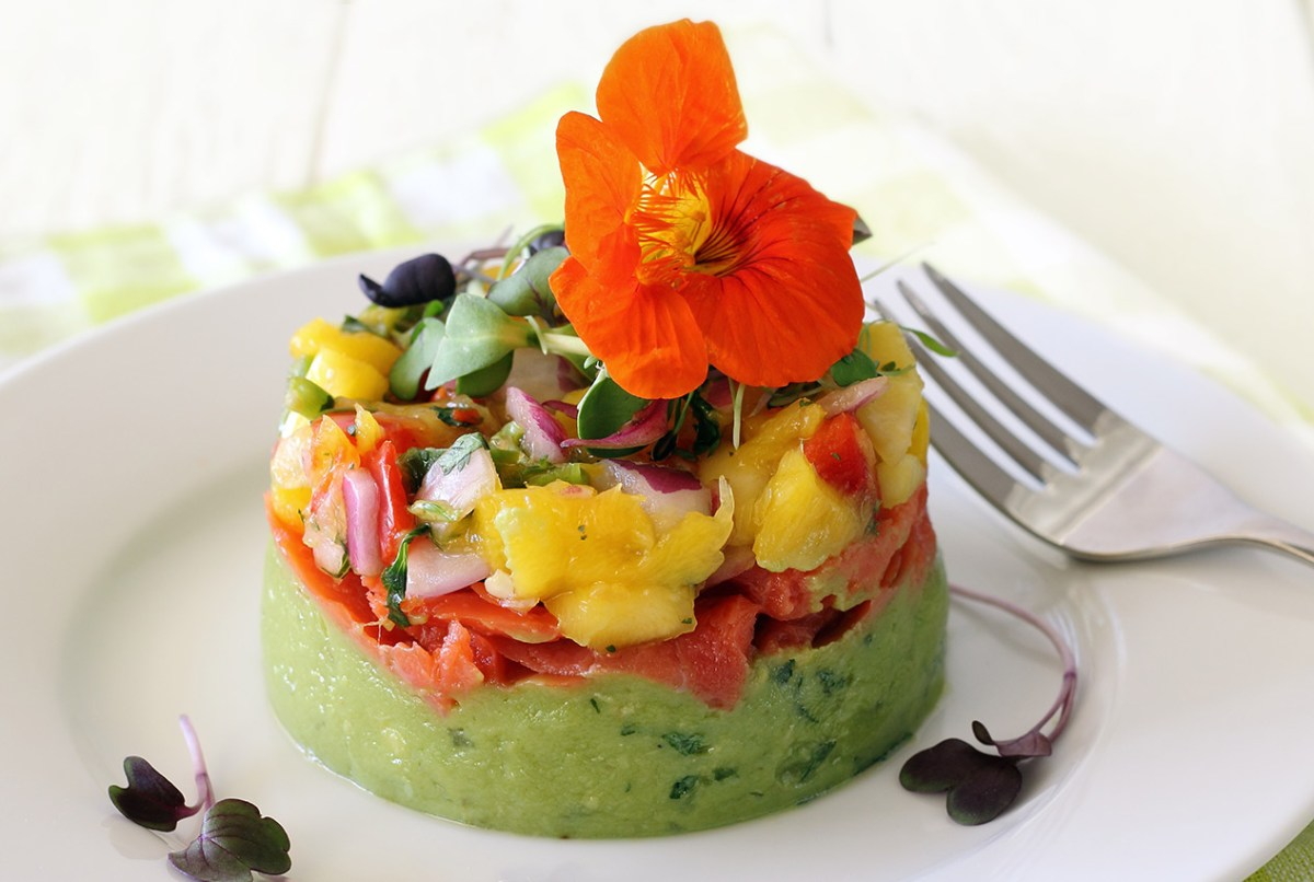 easy paleo recipe for salmon and guacamole appetizer