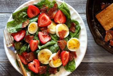 easy paleo recipe for spinach salad with warm bacon dressing