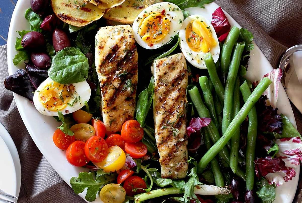 simple paleo recipe for nicoise salad with vinaigrette