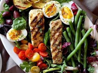 Halibut Niçoise Salad with Lemon-Dill Vinaigrette