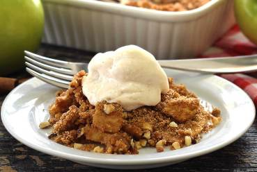 easy paleo recipe for apple crisp with a crunchy crumble