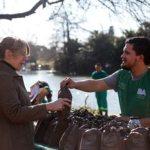Cómo obtener un gajo de rosas de uno de los rosedales porteños