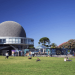 AA2000 donó 12 millones en tecnología al Planetario de Palermo