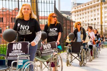 Miércoles 12 Movilización de familiares de personas con discapacidad