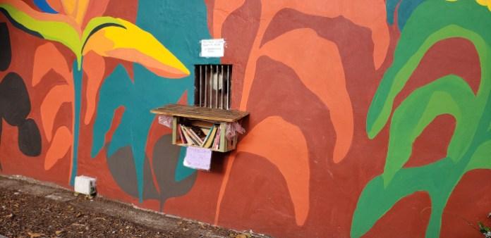 Biblioteca - Patio John Malcolm en el barrio de Villa Crespo