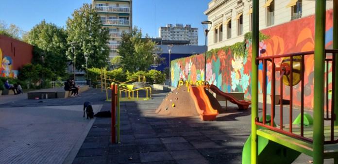 Juegos - Patio John Malcolm en el barrio de Villa Crespo